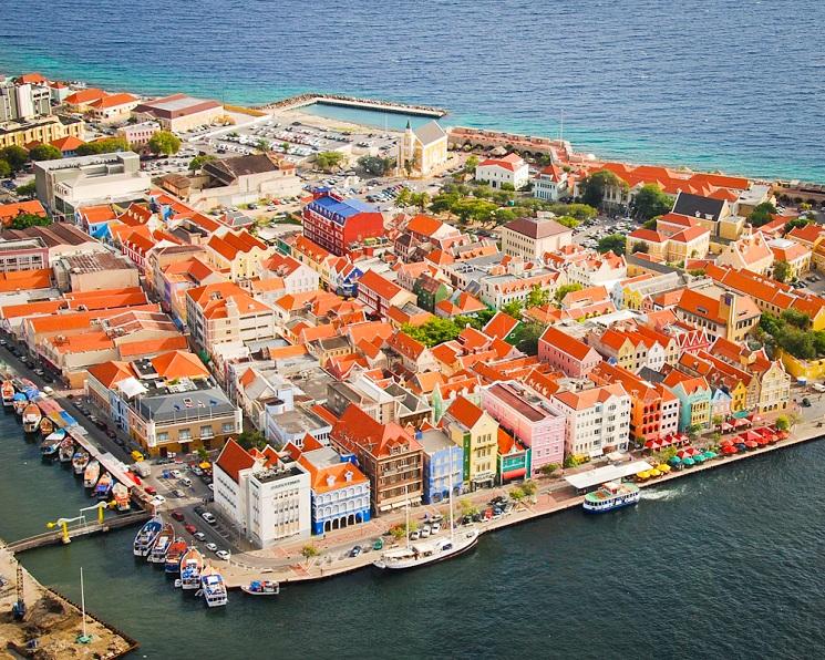 Curacao: De Handelskade in Willemstad