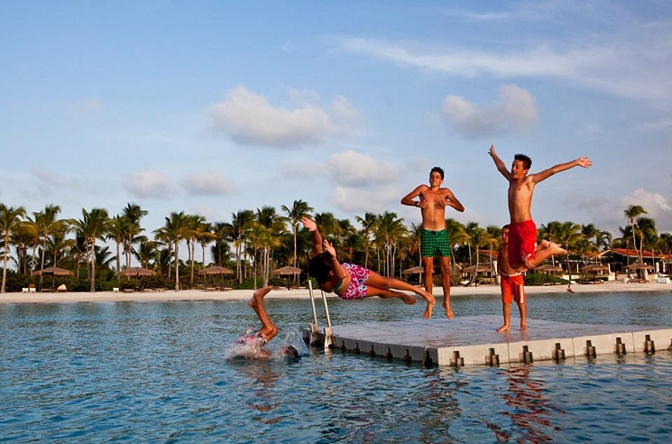 Jumbo Bay Antigua: Teenagers Jumping In Ocean