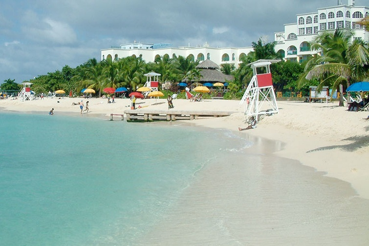 Jamaica: Doctor's Cave Beach