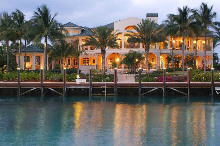 Christie's Real Estate - Bahamas: Paradise Island - Lavish Lifestyle