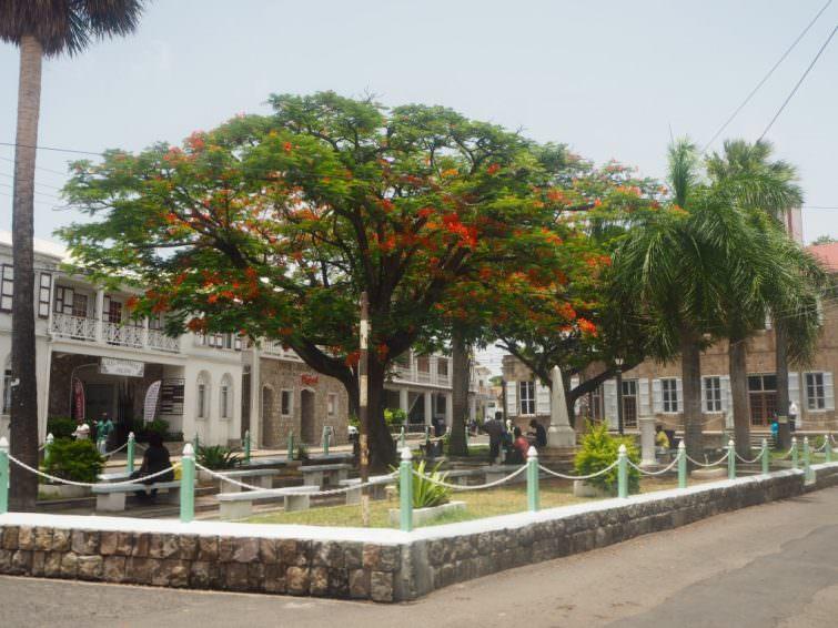 Nevis: Charlestown Memorial Square