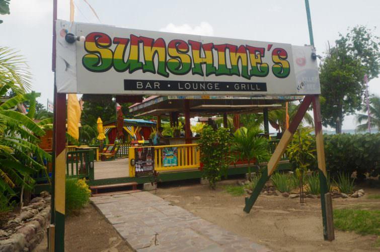 Nevis: Sunshine's Beach Lounge entrance