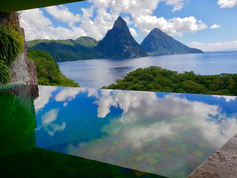 Jade Mountain Resort St Lucia: Infinity pool and views of the Pitons from JE2 Sanctuary.