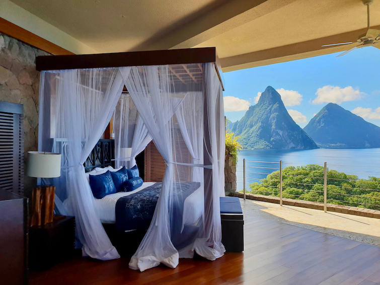 Jade Mountain Resort St Lucia: King size bed in Sanctuary JD4.