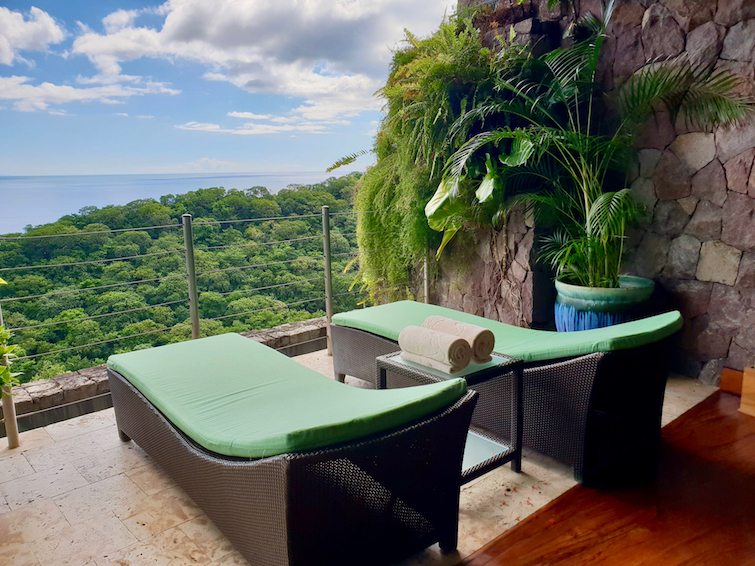 Jade Mountain Resort St Lucia: Pair of sun loungers in JE2 Sanctuary.